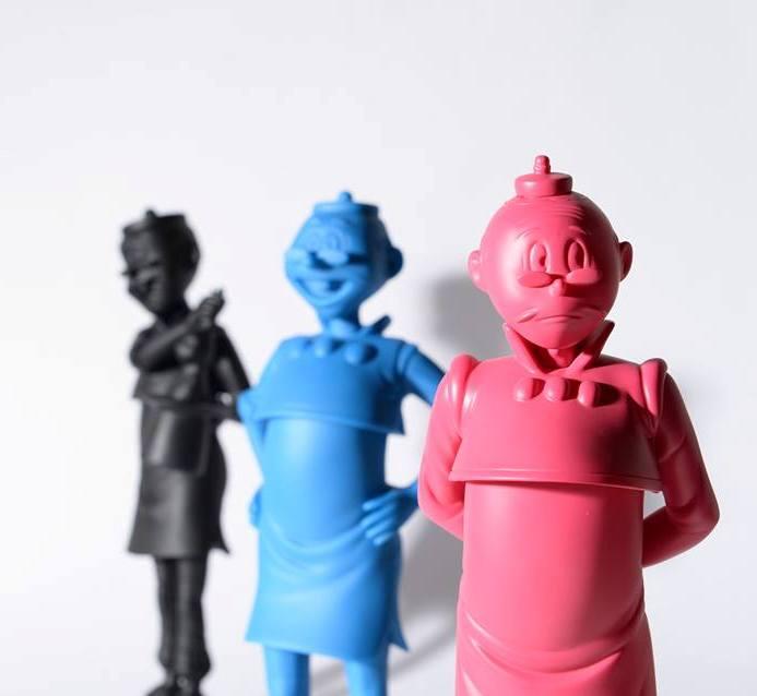三雕塑合照